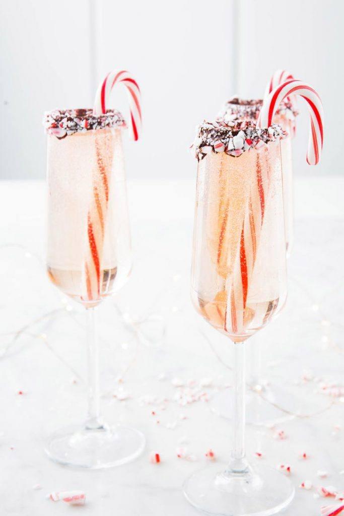 3 IDEAS DE CÓCTELES NAVIDEÑOS QUE SORPRENDERÁN A TUS INVITADOS coctel-champan-navidad-683x1024