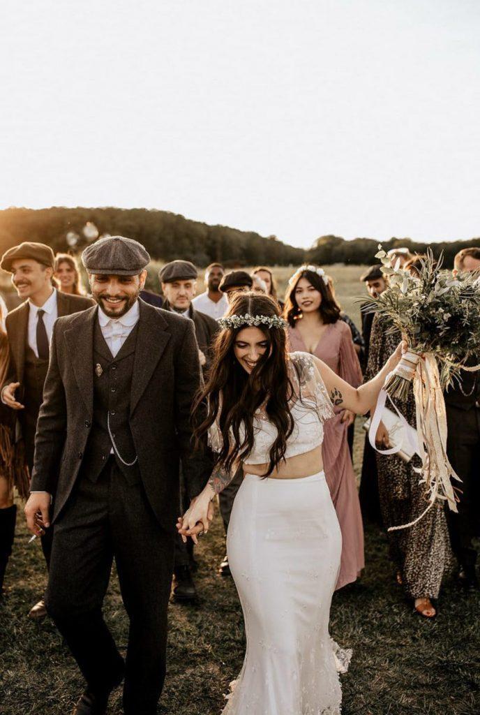 MÉLANIE & THIBAUT: UNA BODA BOHEMIA EN LA REGIÓN DE PARÍS invitados-boda-688x1024