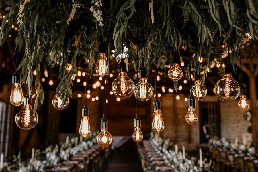 MÉLANIE & THIBAUT: UNA BODA BOHEMIA EN LA REGIÓN DE PARÍS luces-boda