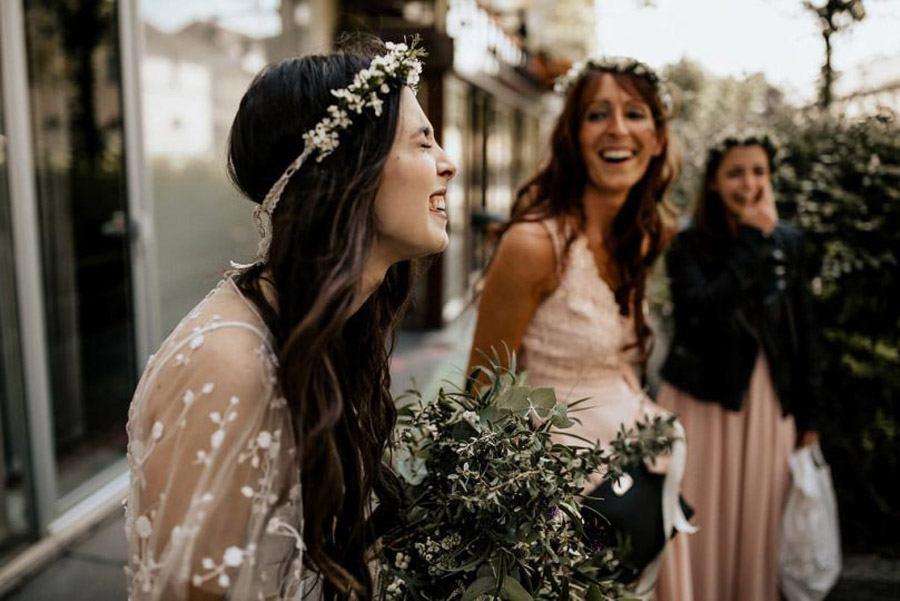 MÉLANIE & THIBAUT: UNA BODA BOHEMIA EN LA REGIÓN DE PARÍS novia-bohemia