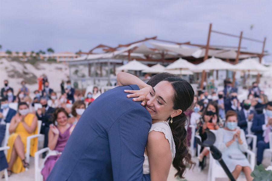 ENRIQUE & MADAY: ¡GRACIAS! novios-abrazo