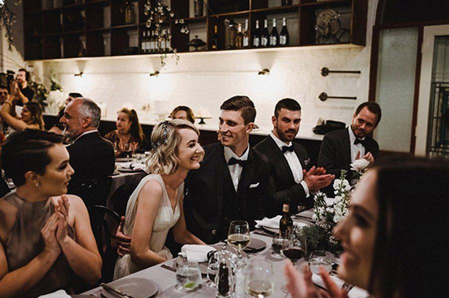 HOLLY & CHRIS: BODA EN TU BAR FAVORITO invitados-boda-1