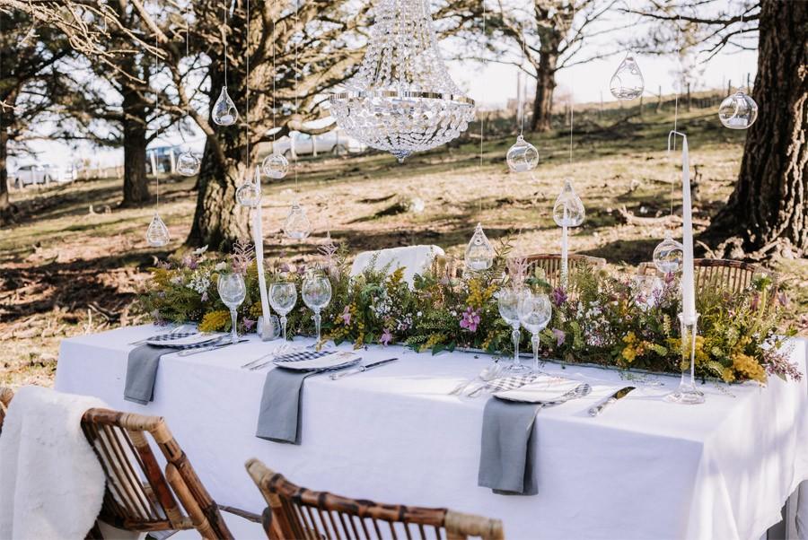 UNA BODA ÍNTIMA EN EL MONTE VASCO mesa-boda-bosque