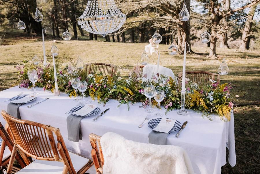 UNA BODA ÍNTIMA EN EL MONTE VASCO mesa-boda