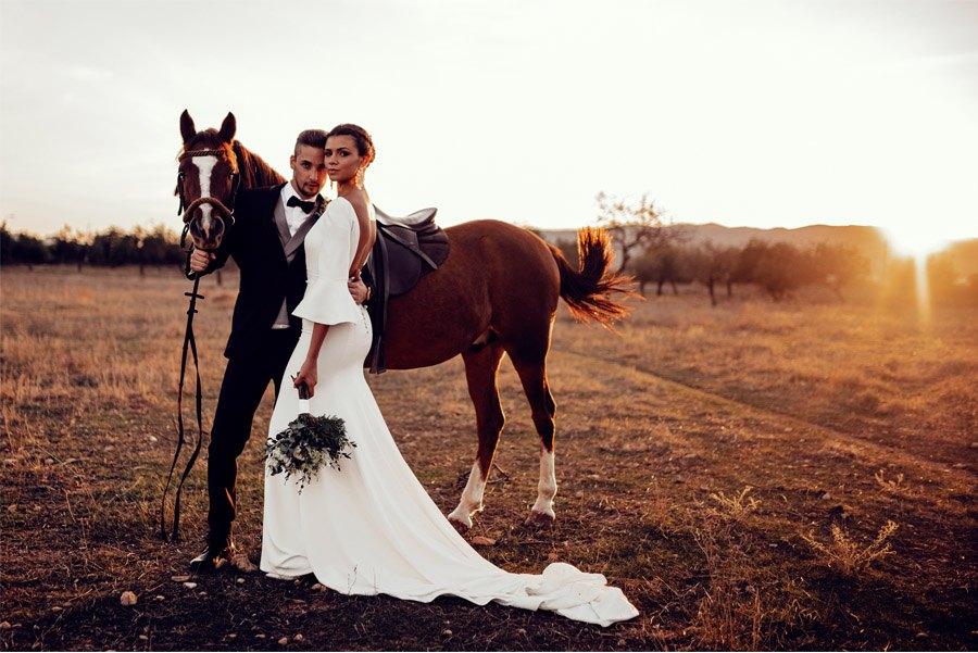 UNA BODA DE INVIERNO EN MALLORCA novios-paseo-caballo