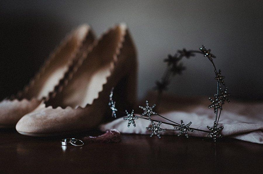 HOLLY & CHRIS: BODA EN TU BAR FAVORITO zapatos-novia