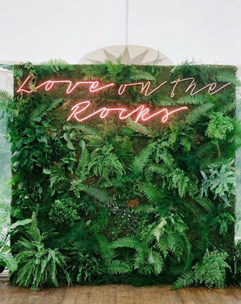 UN JARDÍN VERTICAL EN TU BODA jardin-vertical-photocall-811x1024