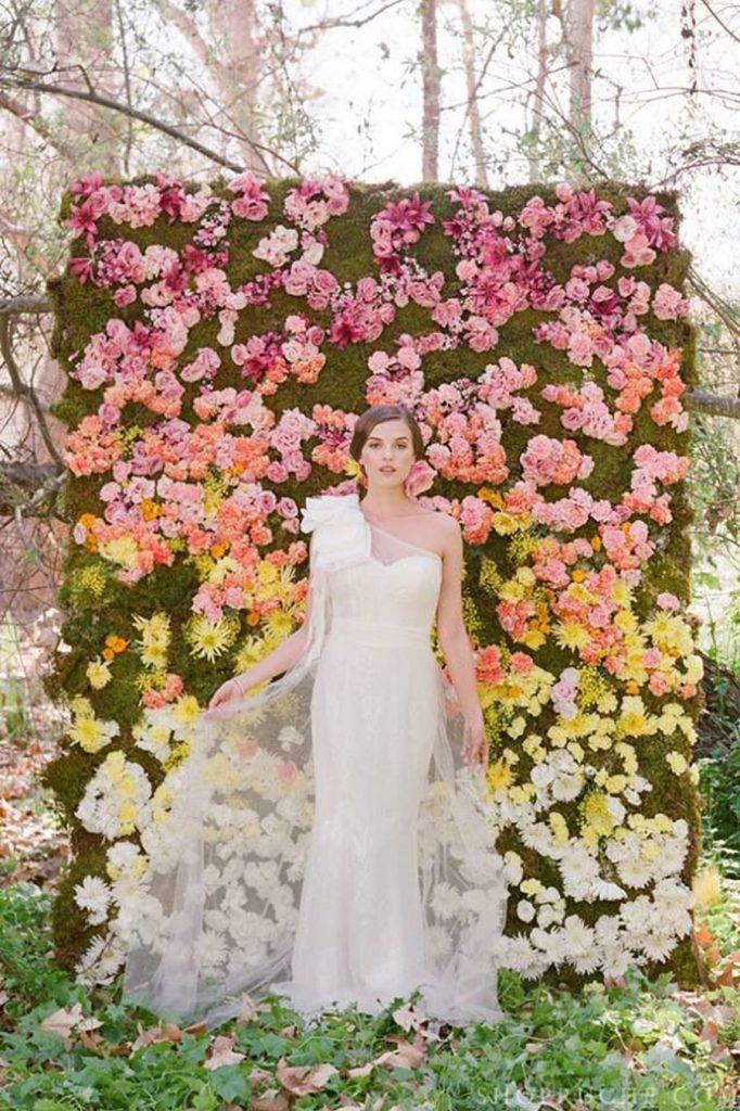 UN JARDÍN VERTICAL EN TU BODA jardin-vertical-photocall-boda-682x1024