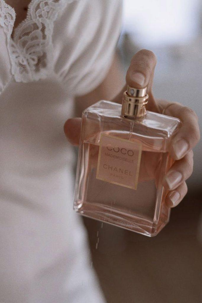 PERFUMES EMPOLVADOS PARA NOVIAS novia-perfume-683x1024