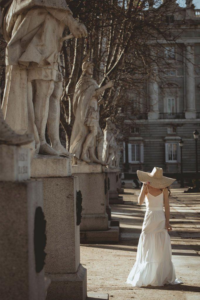 BE BEBA'S PRESENTA SU NUEVA COLECCIÓN BEYOND novia-sombrero-bebas-683x1024