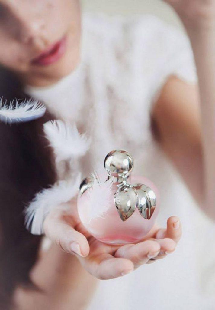 PERFUMES EMPOLVADOS PARA NOVIAS perfume-novia-712x1024
