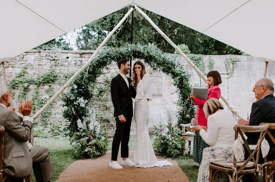 ZOE & JACOB: BODA EN LA CAMPIÑA INGLESA boda-ceremonia-1