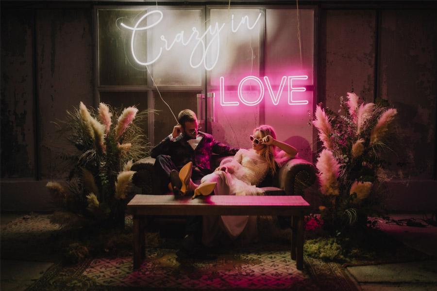 CRAZY LOVE boda-neon