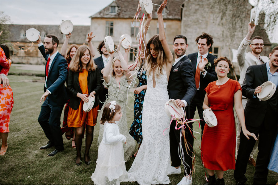ZOE & JACOB: BODA EN LA CAMPIÑA INGLESA inviados-boda