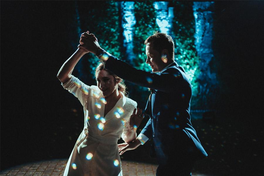 THE POWER OF MUSIC baile-novios