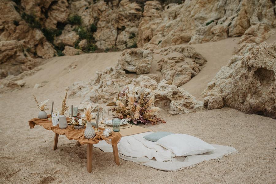 SALACIA, UNA SLOW WEDDING EN LA COSTA MEDITERRÁNEA boda-playa-mesa