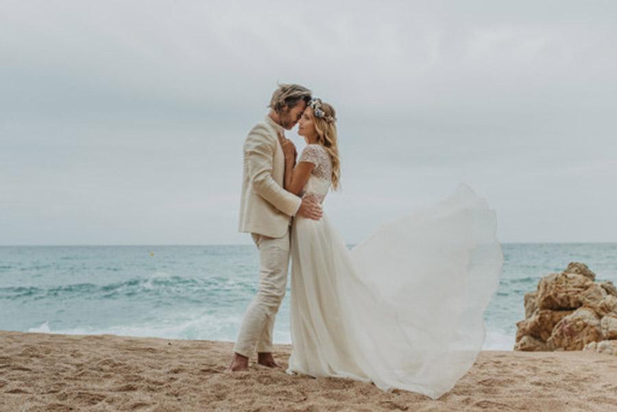 SALACIA, UNA SLOW WEDDING EN LA COSTA MEDITERRÁNEA boda-playa-novios