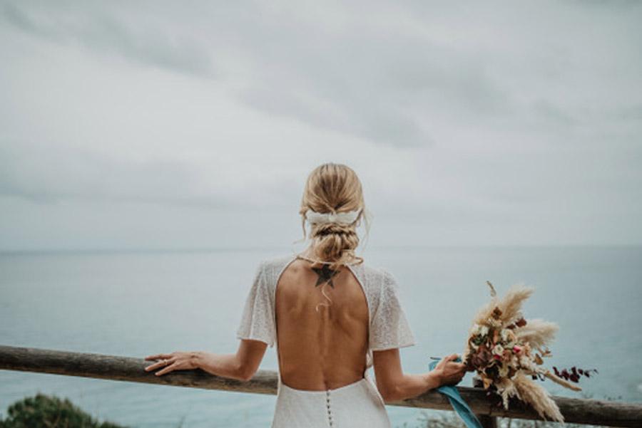 SALACIA, UNA SLOW WEDDING EN LA COSTA MEDITERRÁNEA espalda-novia-1