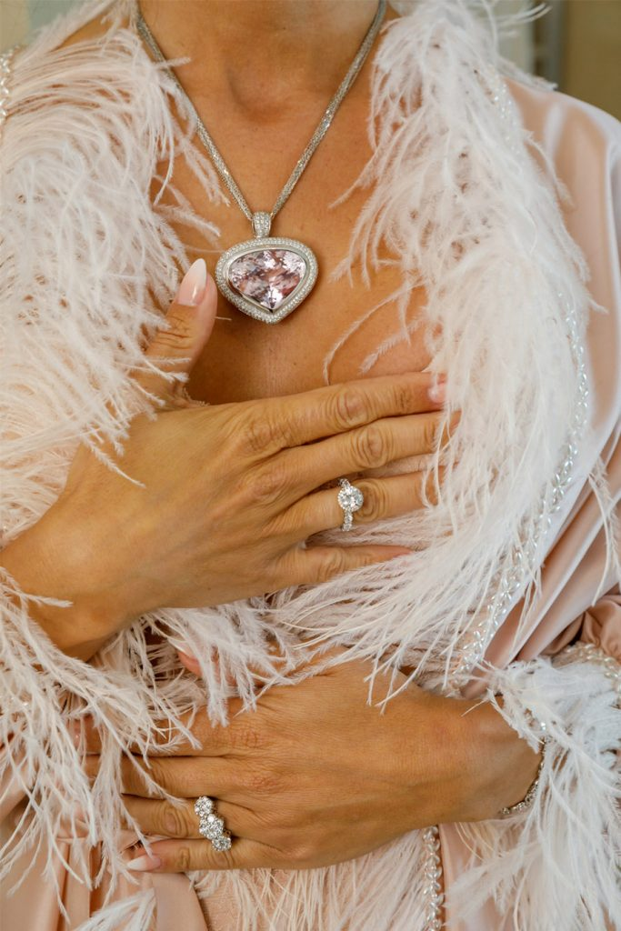 MARTINA Y ÁLVARO: GLAMOUR EN MALLORCA joyas-novia-683x1024