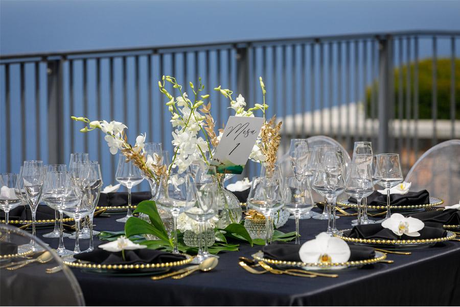 MARTINA Y ÁLVARO: GLAMOUR EN MALLORCA mesa-boda-1