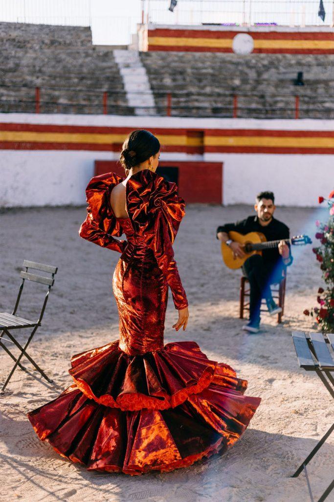 PODERÍO, EL ARTE DE UNA BODA EN EL SUR sevillanas-novia-683x1024