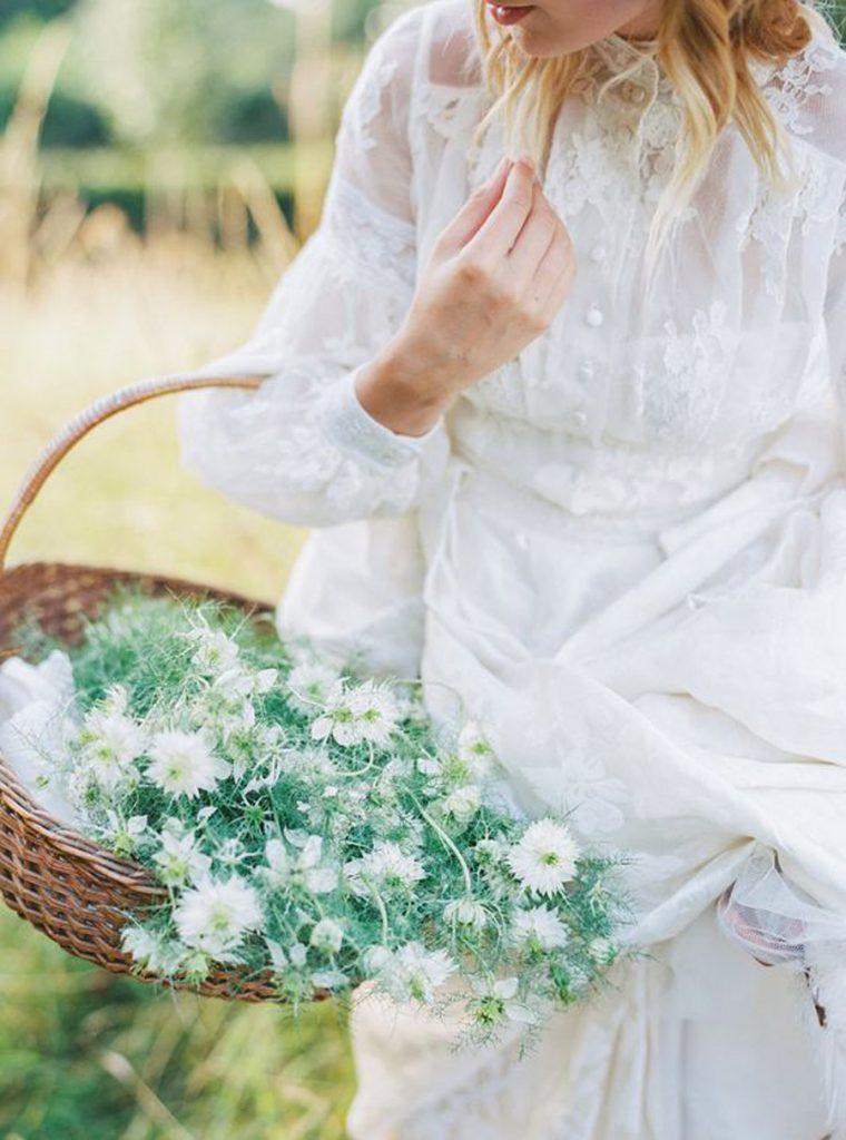 NOVIAS CON CESTOS DE FLORES cesto-de-flores-novia-760x1024