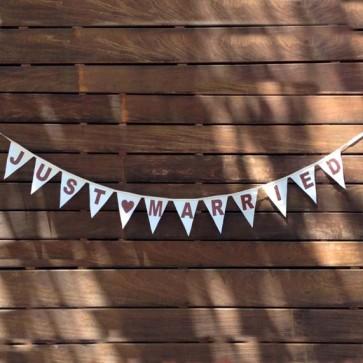 Guirnalda con banderines Just Married en algodón