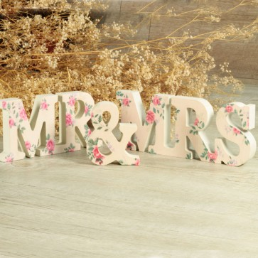Letras Mr Mrs con flores