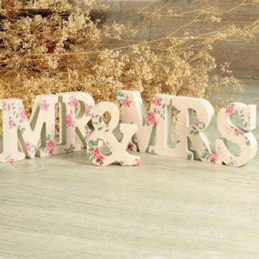 Letras Mr Mrs con flores