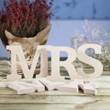 Letras Mr Mrs en madera natural