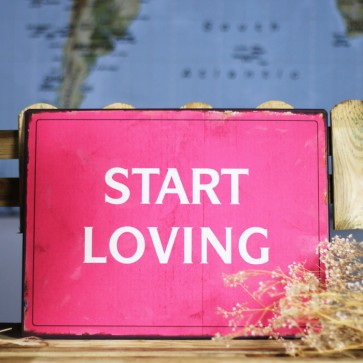 Placa de metal Start Loving