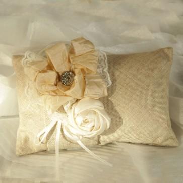 Porta anillos de arpillera con flor