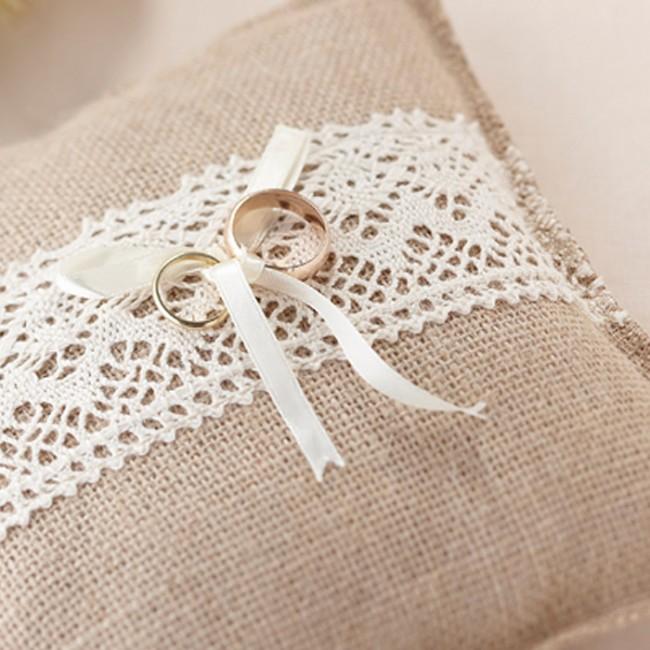 Coj n porta alianzas una boda original - Perchas pared originales ...