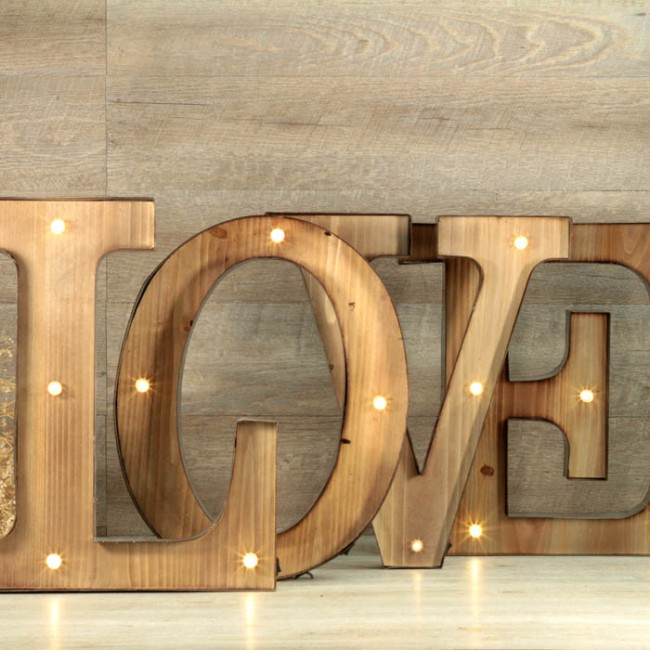 Letras love luminosas una boda original - Letras de madera decorativas ...