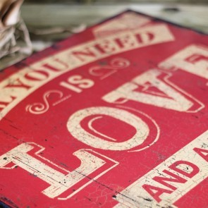 Cartel gigante de madera All you need is love and a bottle of wine
