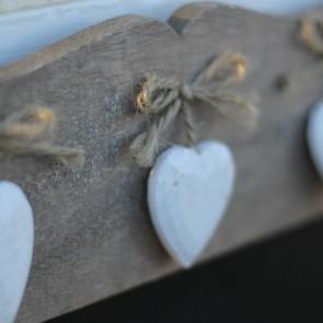 Pizarra con 3 corazones blancos