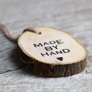 Etiqueta redonda de madera Made By Hand
