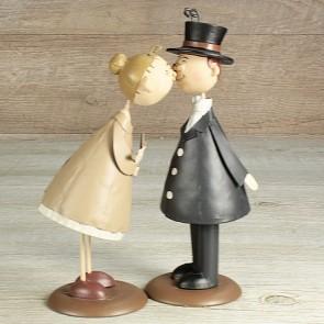 Figurita pareja de abuelos beso