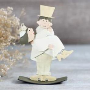 Figurita pastel de boda novia en brazos