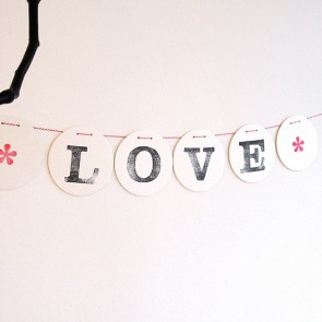 Guirnalda Love de cartón