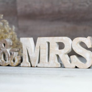Letras Mr and Mrs madera envejecida