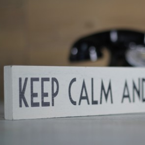 Cartel de madera Keep calm and Carry On