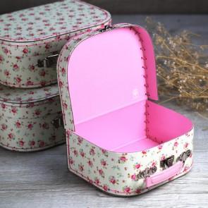 Maletitas de cartón rosas