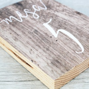 Meseros de madera para bodas