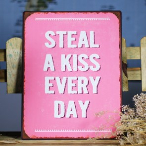 Placa de metal Steal a Kiss every Day