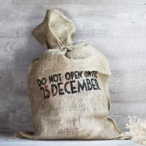 Saco yute do not open 25 december
